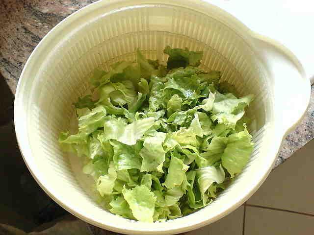 Comment laver une salade avec essoreuse ?
